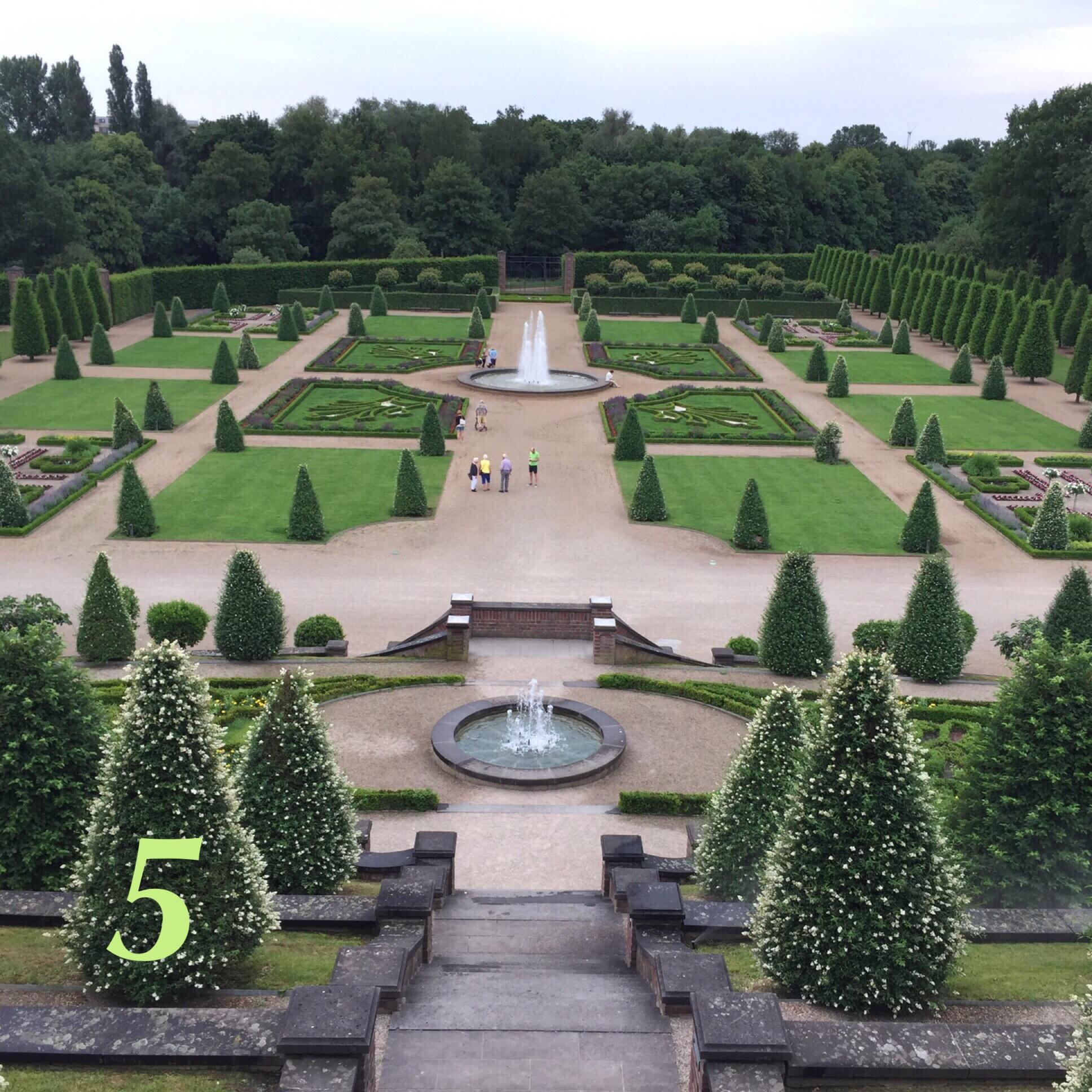 12tel- Blick im Mai 2018 – oder – Terrassengarten im Frühsommer