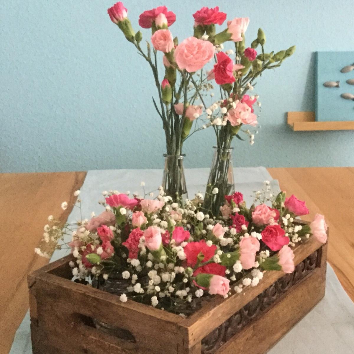 Friday-Flowerday - oder - Die Fifties lassen grüßen: Nelken und Schleierkraut