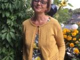 Fertig gestrickt: Gelber Strickbolero  – oder – Passt und macht guteLaune