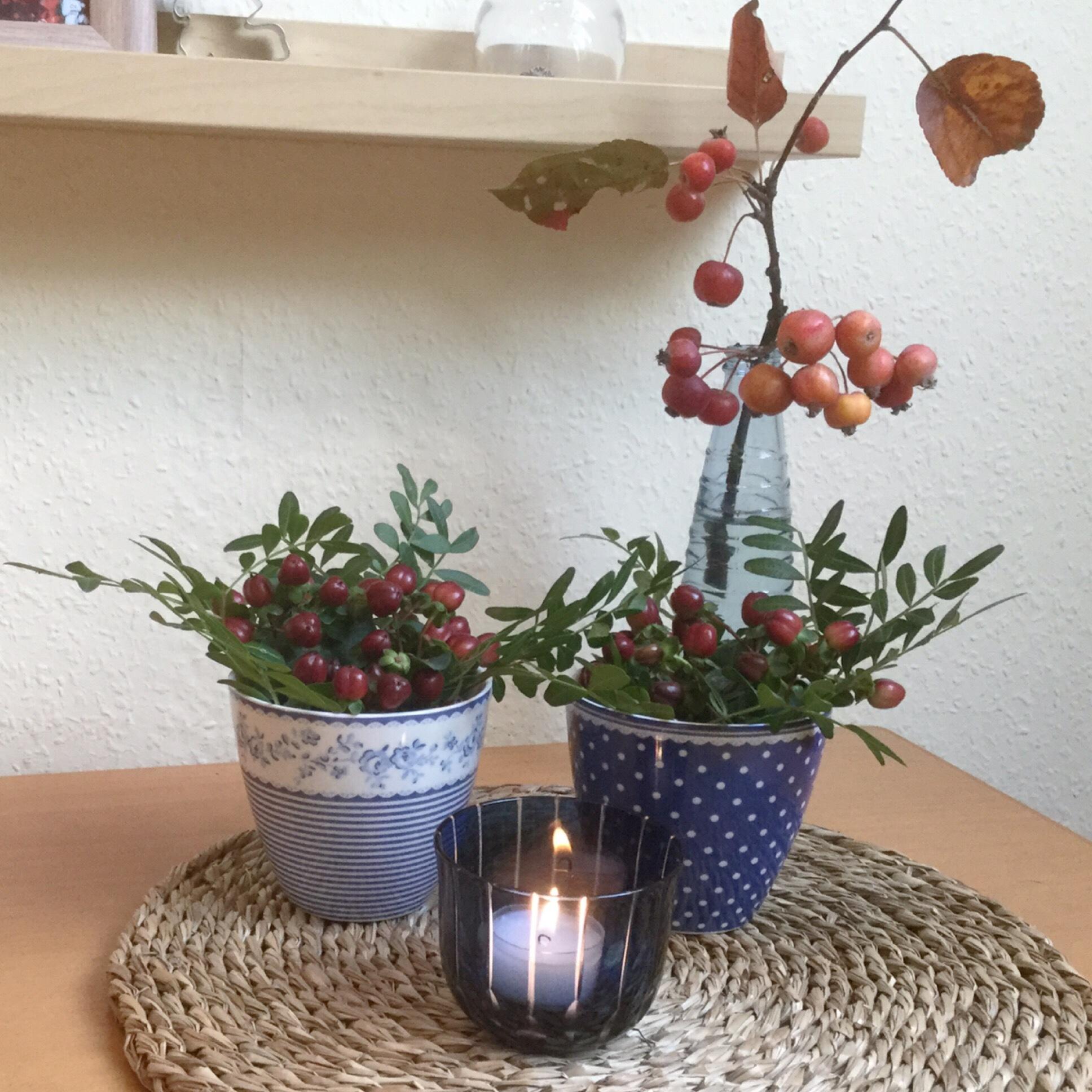 Friday-Flowerday – oder – Herbst in Beerentönen und Blau