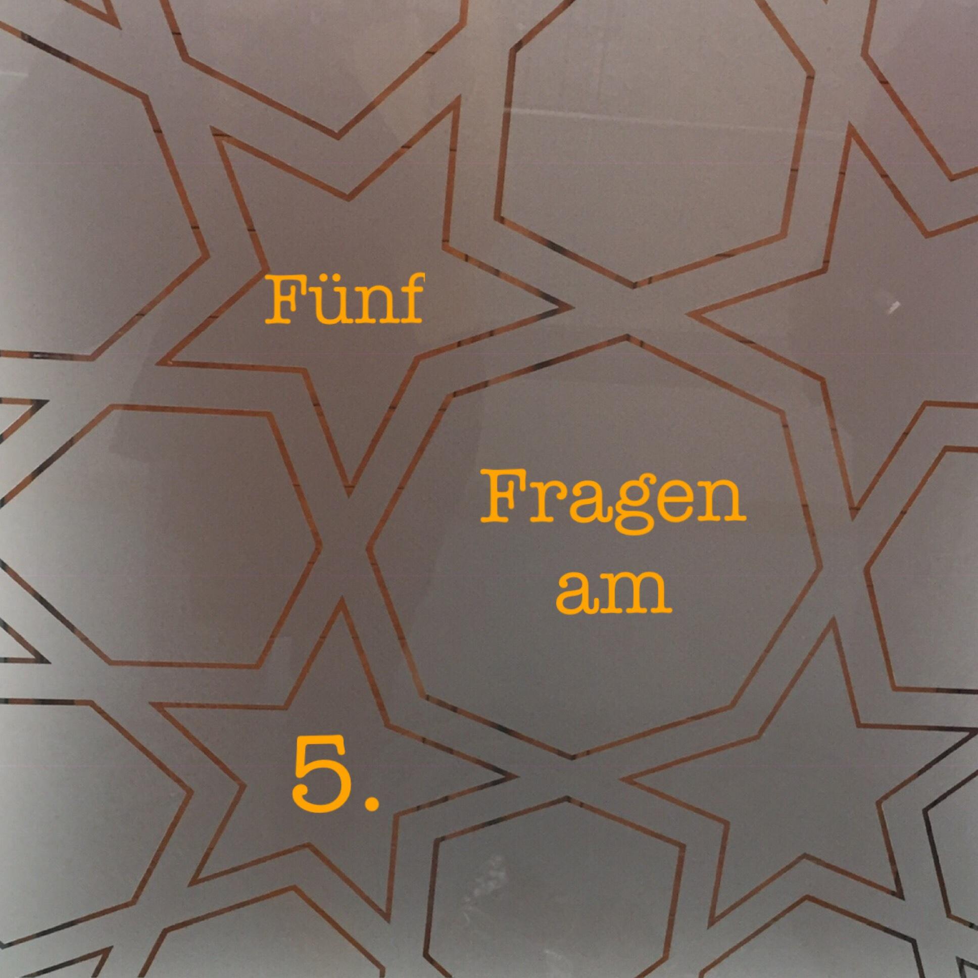 Fünf Fragen am 5. – oder – Von Dudeldü-Musik, Vivi Bach und Frau Schmitz.