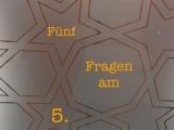 Fünf Fragen am 5. – oder – Von Dudeldü-Musik, Vivi Bach und FrauSchmitz.