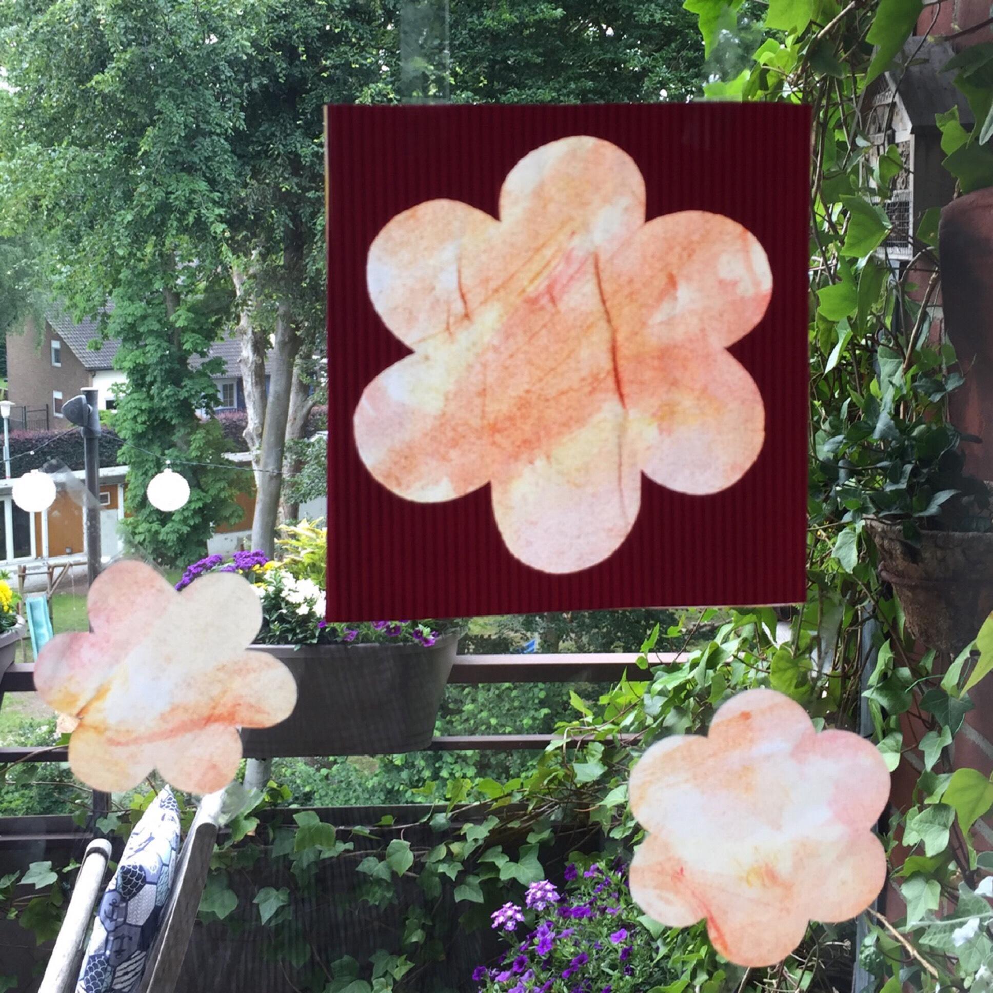Blumen am Fenster – oder – Basteln mit den Kleinsten: Malen mit Wasserfarbe