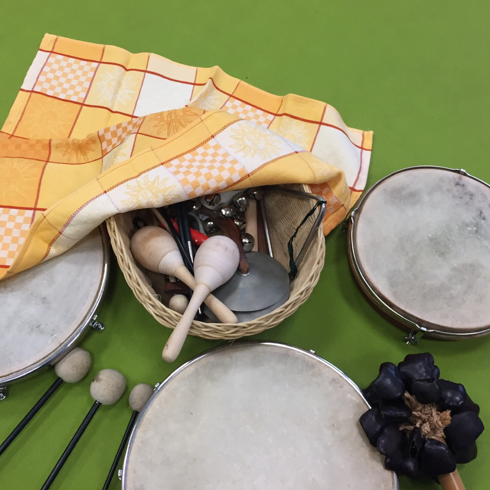 12 von 12 im November 2019 – oder – Von Ginkgoblättern, Instrumenten und Bügeln mit der Queen