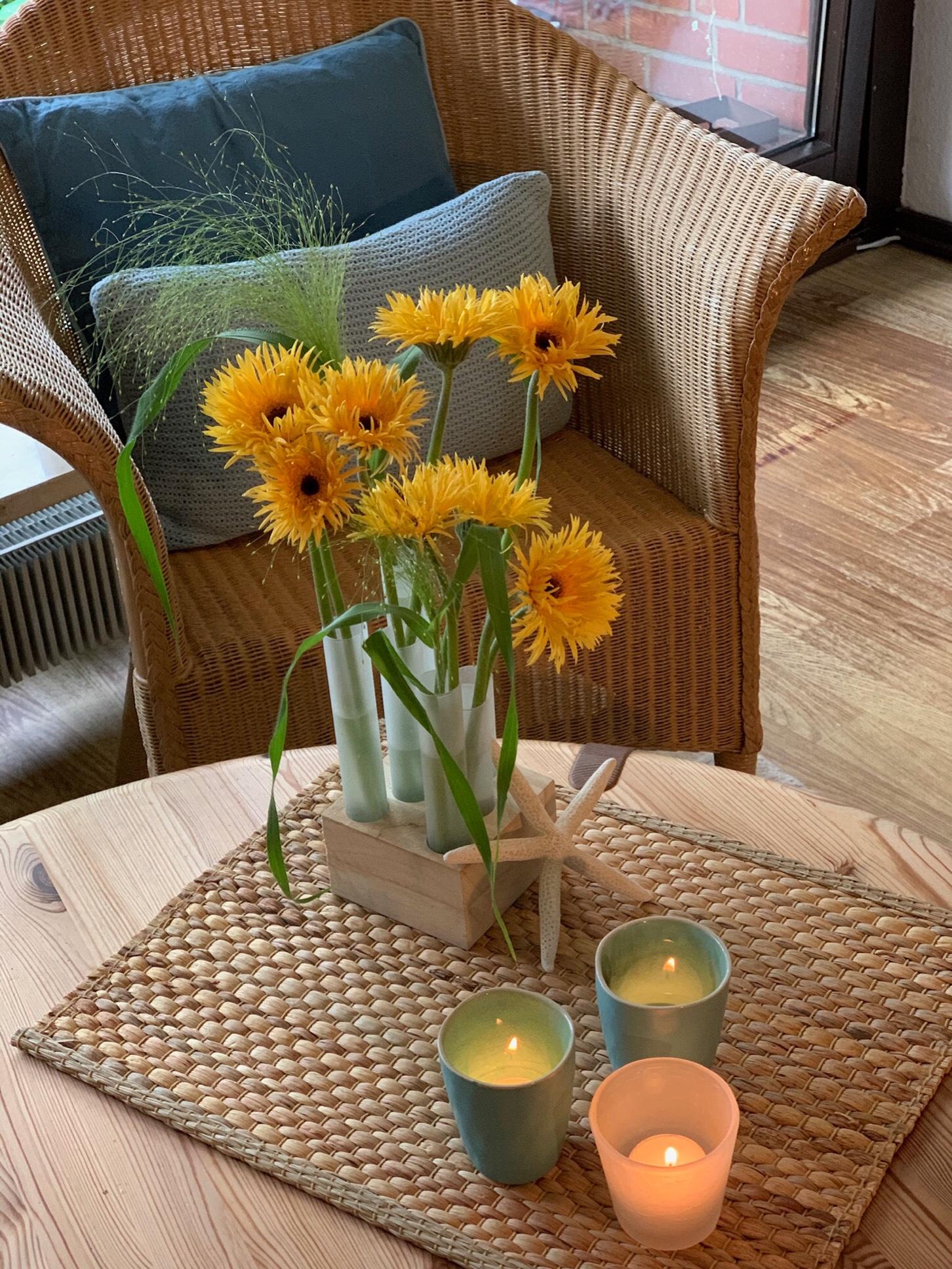 Friday-Flowerday – oder – Sonnengelb und Himmelblau