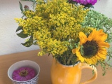 Friday- Flowerday – oder – Sträuße, wie aus demBauerngarten