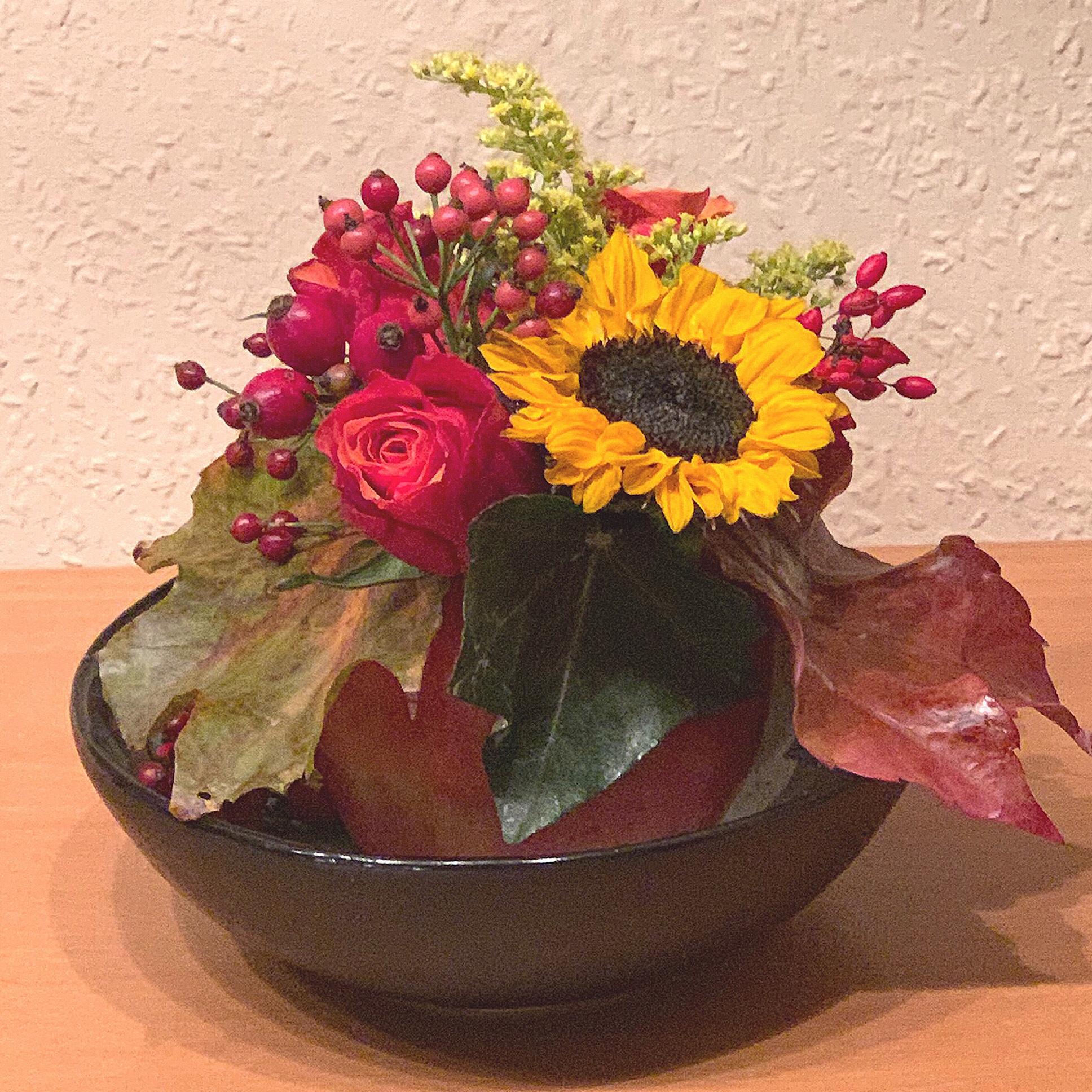 Friday-Flowerday – oder – Wenn ein Apfel zur Blumenvase wird