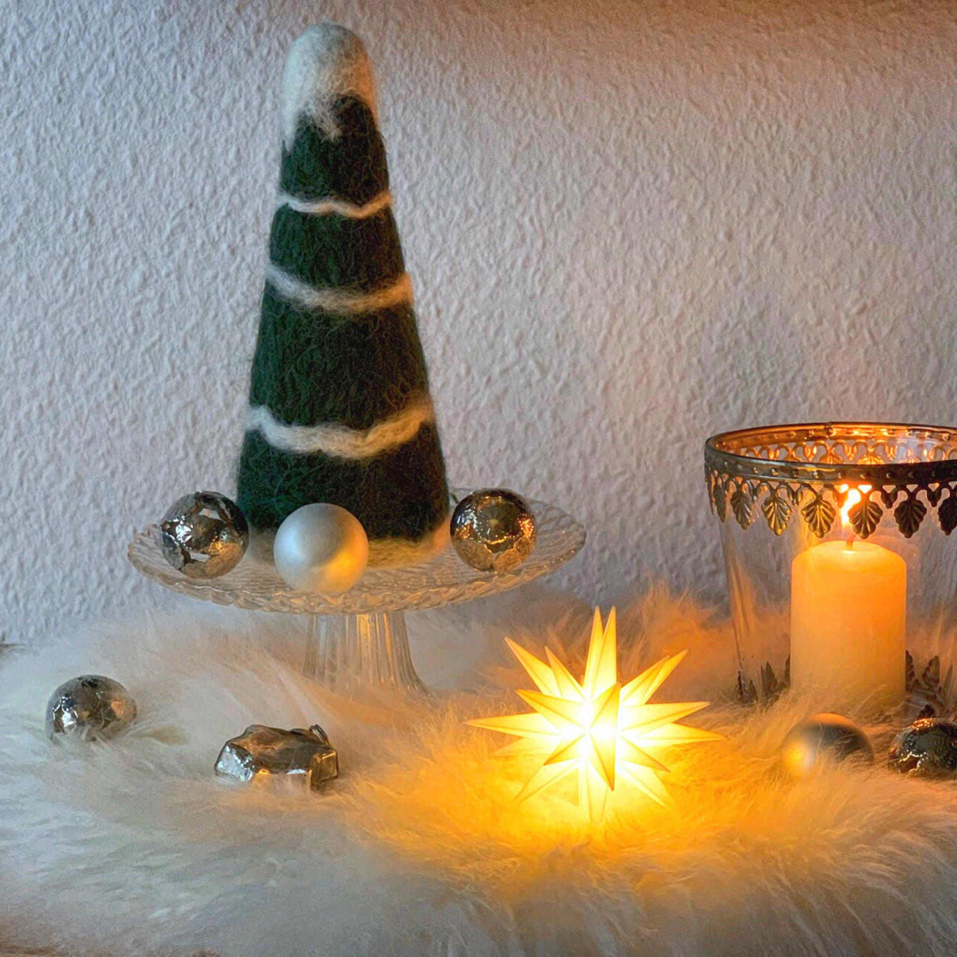 Decemberfeelings #3 : Eine wollig-weiche Tanne – oder – Nadelgefilztes Tannenbäumchen