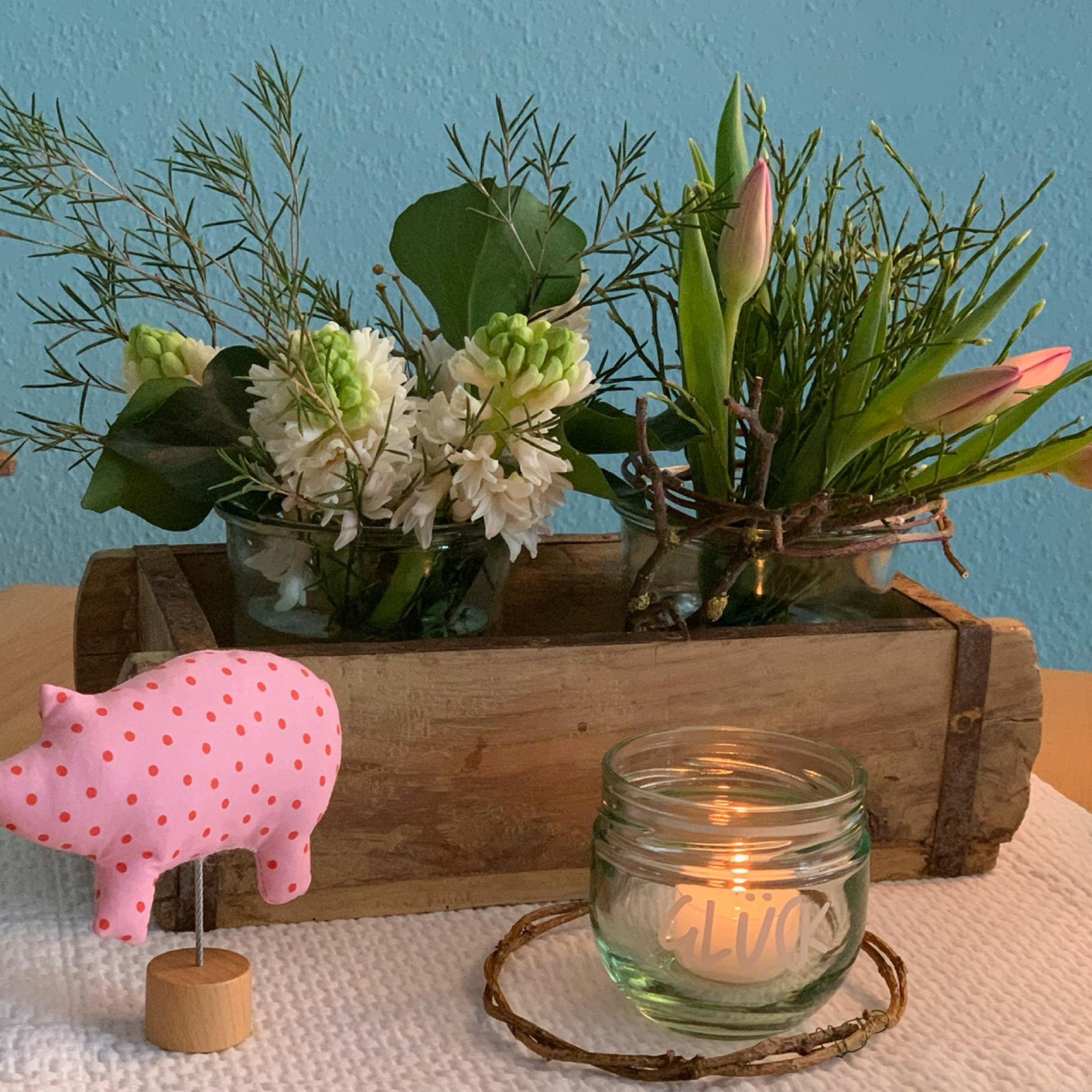 Friday-Flowerday – oder – Eine Kiste Frühling und ein bisschen Glück