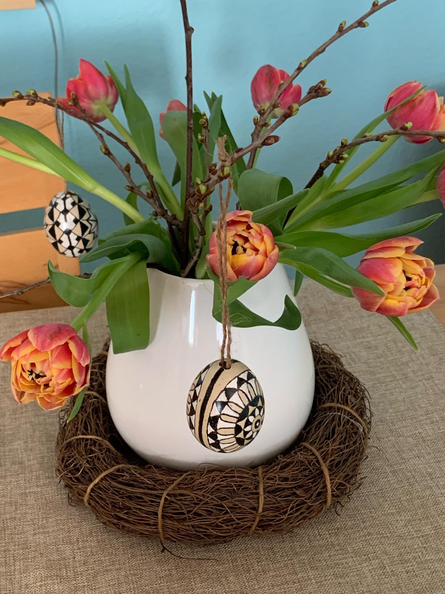 Friday-Flowerday – oder – Osterzweige und Tulpen