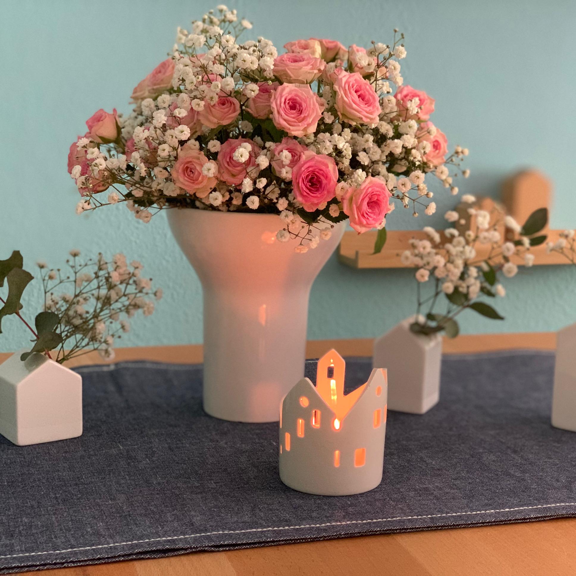 Friday-Flowerday – oder – Der Klassiker: Rosen und Schleierkraut
