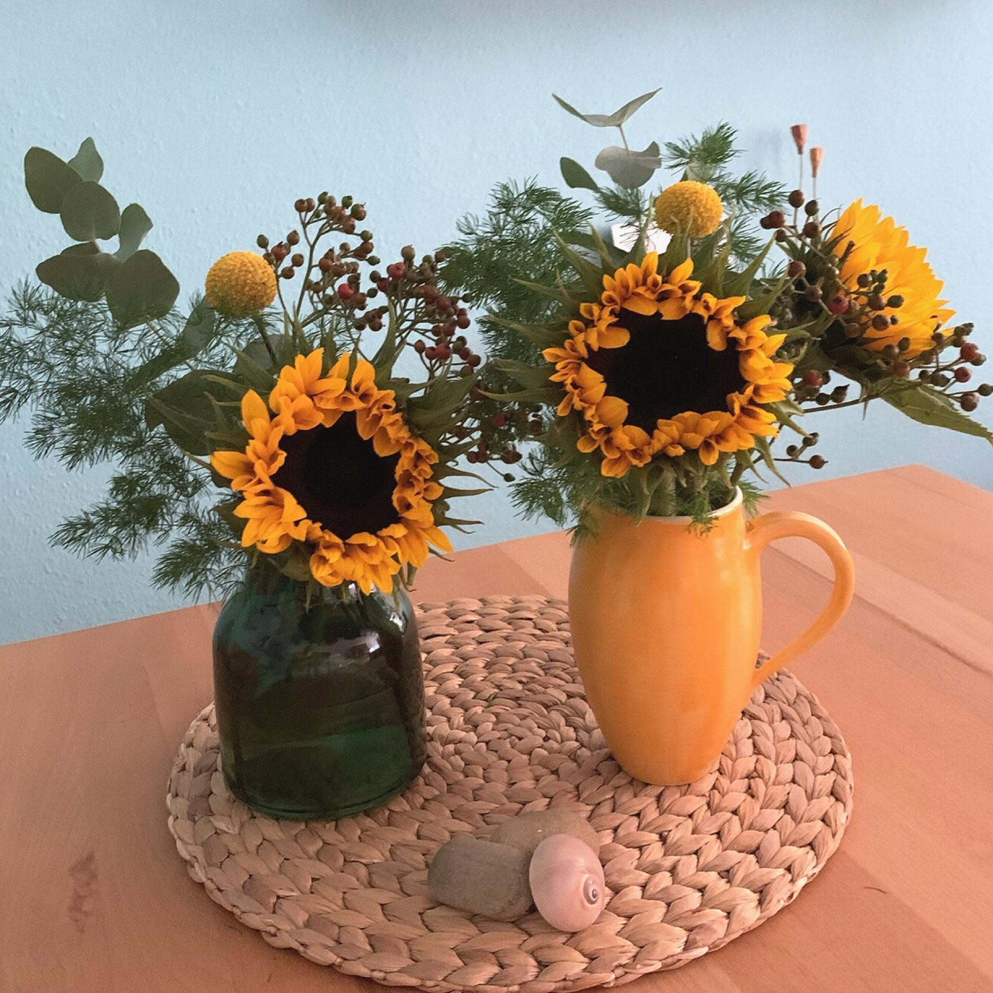 Friday-Flowerday – oder – Sonne in den Vasen
