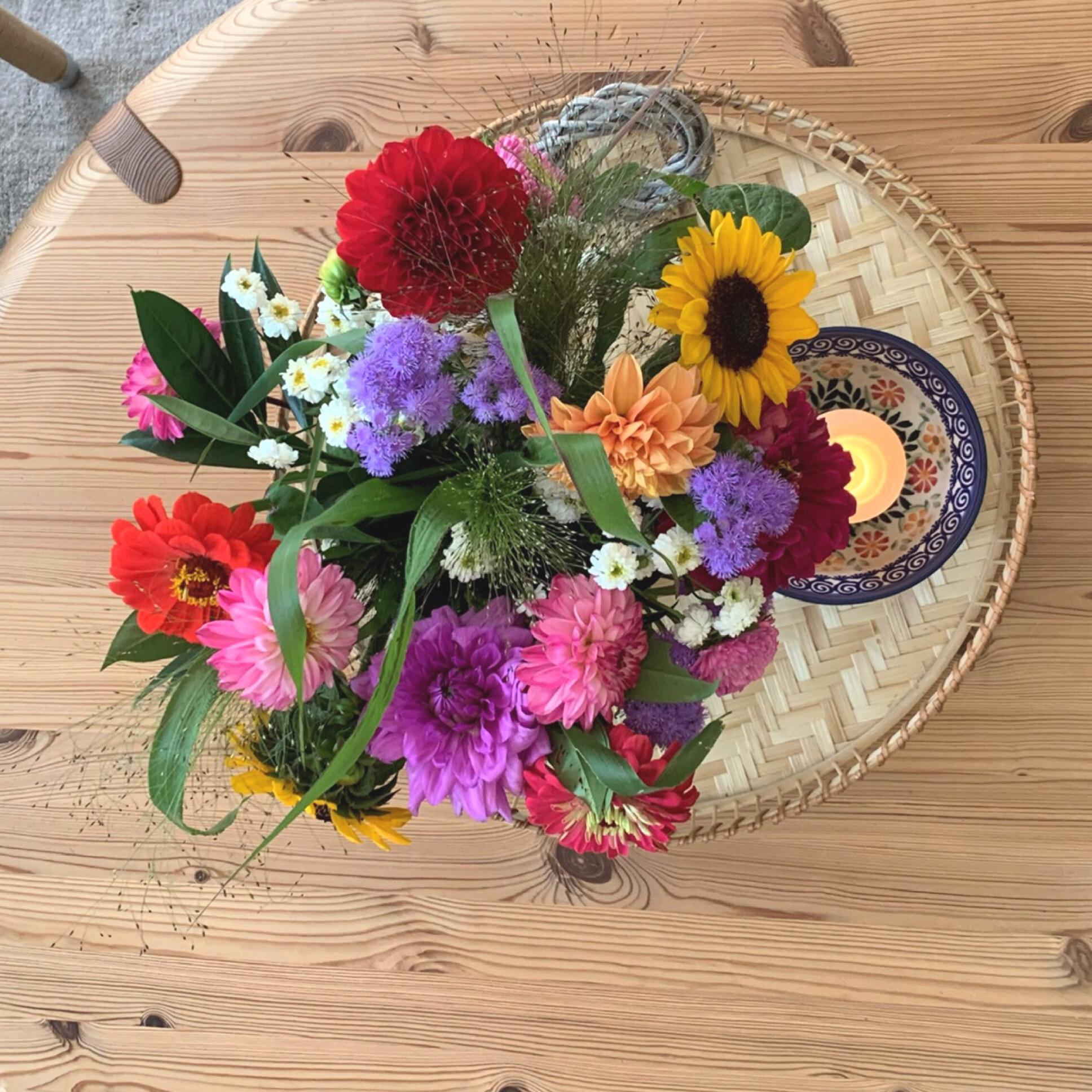 Friday-Flowerday – oder – Ein Strauß wie aus dem Bauerngarten