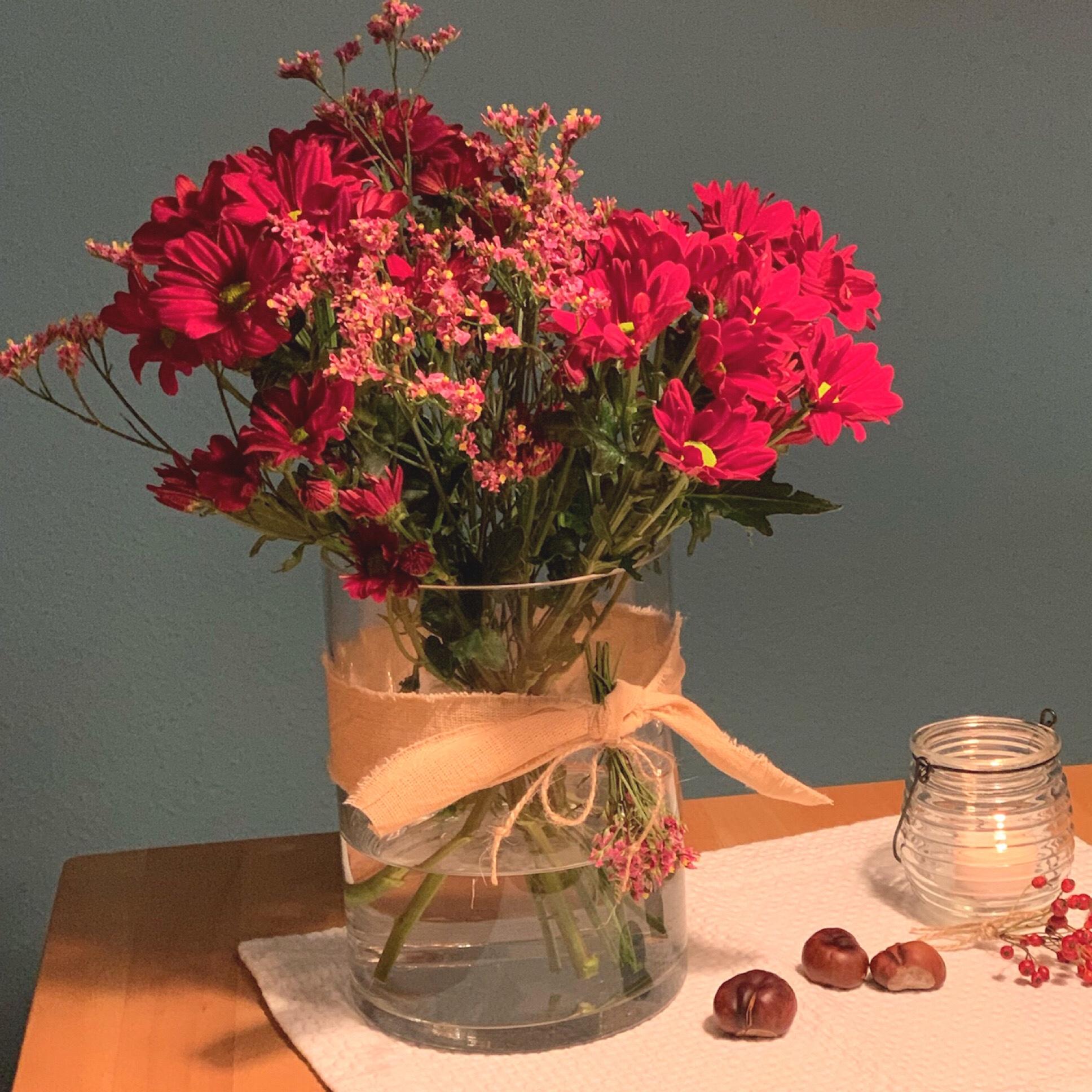 Friday-Flowerday – oder – Rot vor Blau